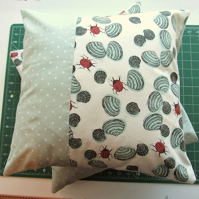 http://angharadhandmade.blogspot.co.uk/2013/08/how-to-sew-quick-cushion-cover.html