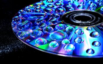 Wallpaper: Water Drops on a CD