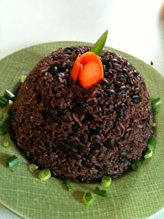 Arroz integral com feijão decorado e enformado - www.receitascomarroz.com