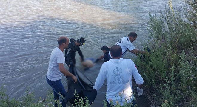 Dicle Nehri'ne giren çocuk boğuldu