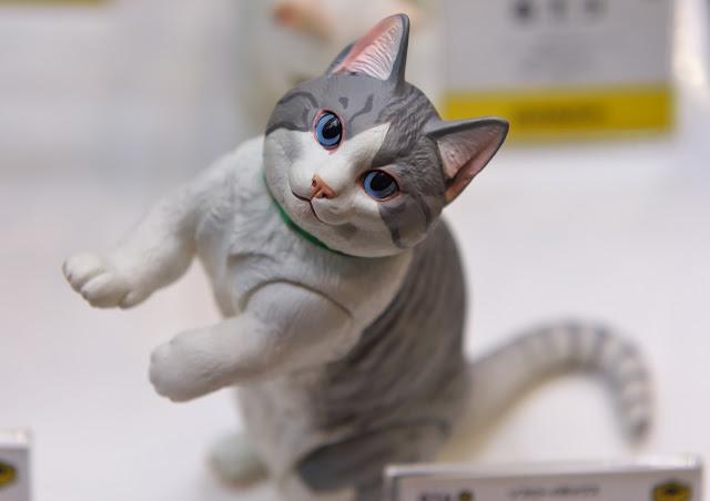 海洋堂のネコのフィギュアの写真