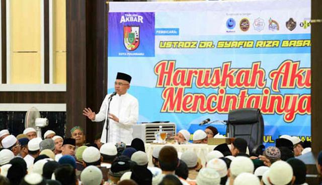 Gubernur Provinsi Riau (Gubri) Arsyadjuliandi Rachman menghadiri tablig akbar bersama sepuluh ribuan jamaah
