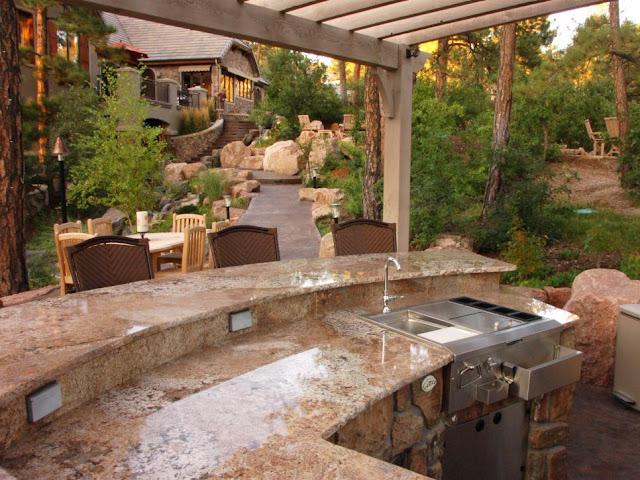 Dapur Outdoor Mewah dan Pemandangan yang Indah