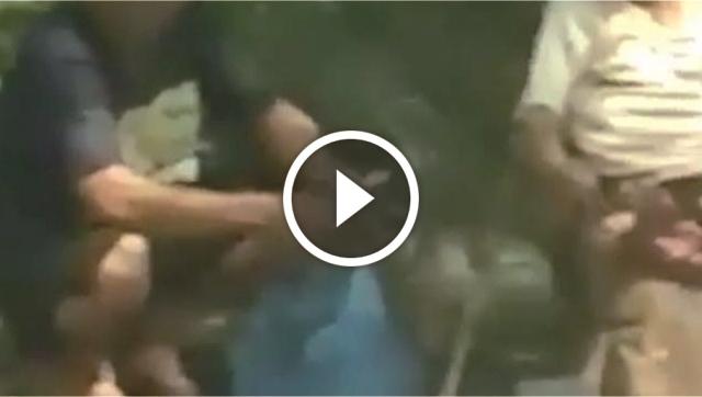 VIDEO: Dipaksa Mengemis Oleh Seorang Lelaki, Sosok Nenek Ini Membuat Netizen Menangis