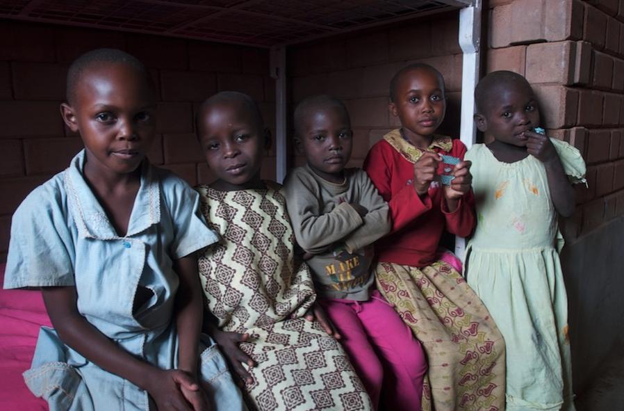 Resultado de imagen para Nigeriana alberga a más de 50 huérfanos