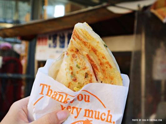 IMG 3562 - 台中南屯│馬祖蔥油餅。銅板散步美食推薦。還有雙胞胎、芝麻球和甜甜圈等古早味點心唷