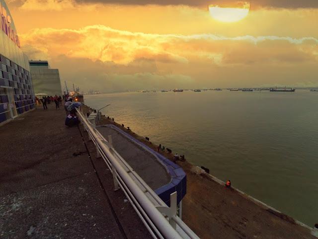 Sun set di Surabaya North Quay