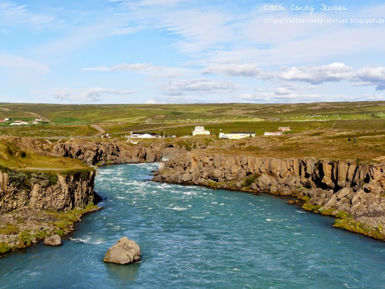 Fluss beim Goðafoss im Norden Islands