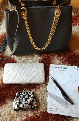 what is in my handbag, what's in my handbag, lifestyle post, beauty blender, heels, strappy, motd, beauty blog post, the body shop, essence makeup, nyx cosmetics, itr, dua, pray, faith, Islam, tisbih, candles, heels, handbag, beauty, beauty blog, beauty blogger, bblogger, bblog, hijabi, hijabi blogger, modest, modest fashion, style, blog post, hijabi fashion, hijab style, hijab blog, hijabi blog, cat, bedroom, blogger bedroom, tumblr room, tumblr, himalayan salt lamp, salt lamp, new york, art, painting, faux fur, faux fur blanket, selfie, hijabi selfie, beauty with zainy, beauty with, zainab, hand bag, aldo, aldo handbag, makeup, perfume, cream, money, purse, cat pictures, pose, ootd, modest,