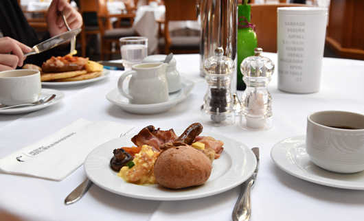 Frühstück im Van der Valk Hotel in Berlin