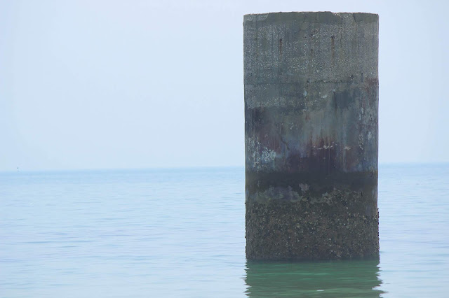 海から突き出る黒い筒?かつて宇部にあった炭鉱の遺構、ピーヤー【y】