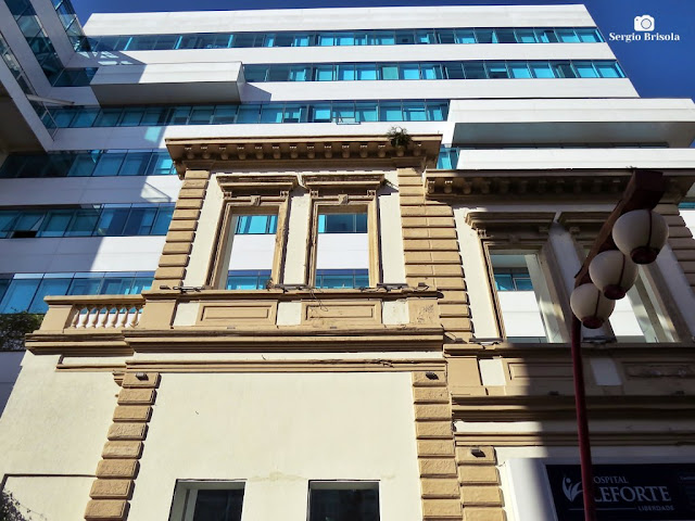 Perspectiva inferior do Hospital Leforte e fachada do casarão Conde de São Joaquim - Liberdade - São Paulo
