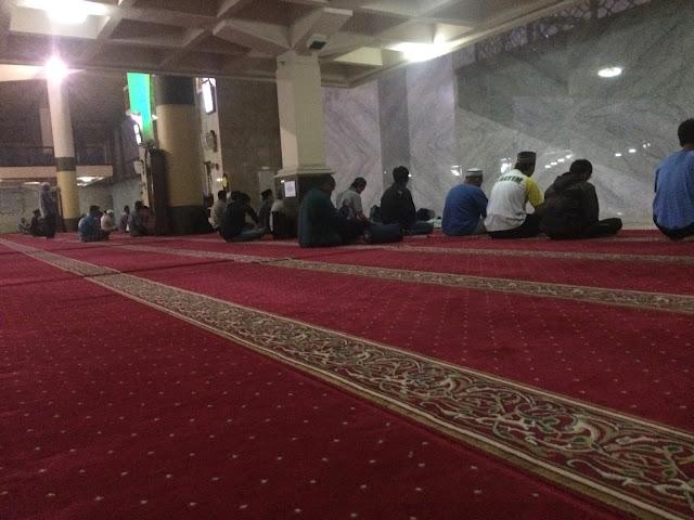Pengalaman Bermalam di Masjid Raya Bandung