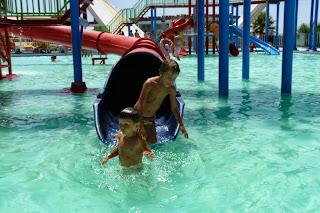 Izan y Joel en Aqualandia, Aquashow Park.