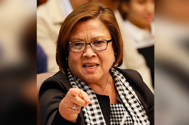 WATCH: DE LIMA BINATO ANG BUBONG NG BAGONG BAHAY NA NILIPATAN