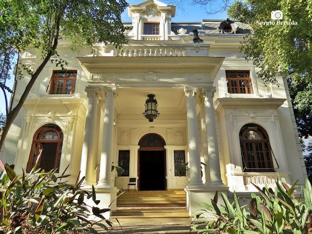 Vista da fachada da entrada principal do Casarão de Nhonhô Magalhães - Higienópolis - São Paulo