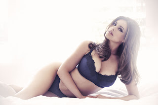 Kelly Brook second lingerie range for New Look, Black Underwear set