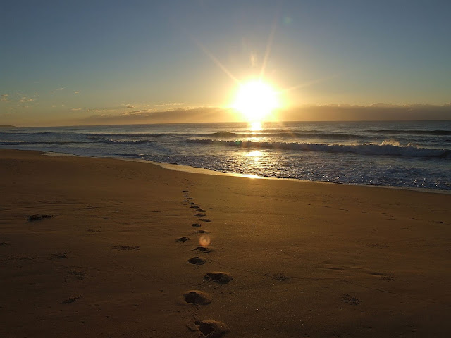 http://www.beliefnet.com/columnists/simplelife/files/2011/04/beach-sunrise2.jpg
