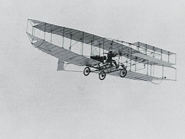 Chiếc máy bay đầu tiên