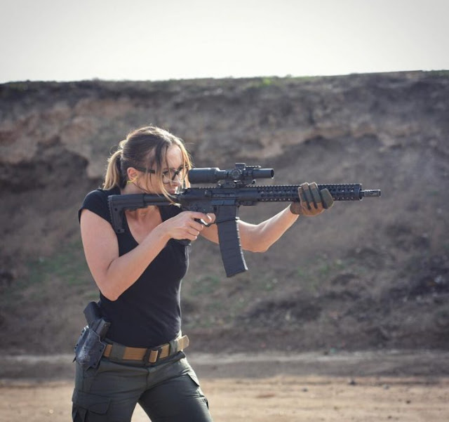 Sexy ex militar. Fotos de la modelo Charissa Littlejohn