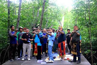 Direksi Indocement dan Rektor ULM Tanam Pohon Dilahan Pasca Tambang