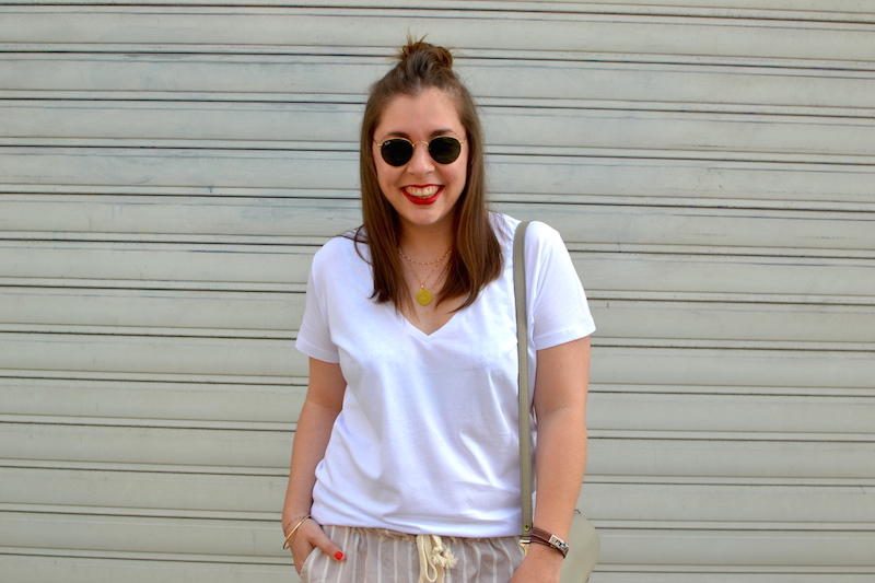 t-shirt blanc H&M, pantalon easyclothes, sac PS11, ray ban