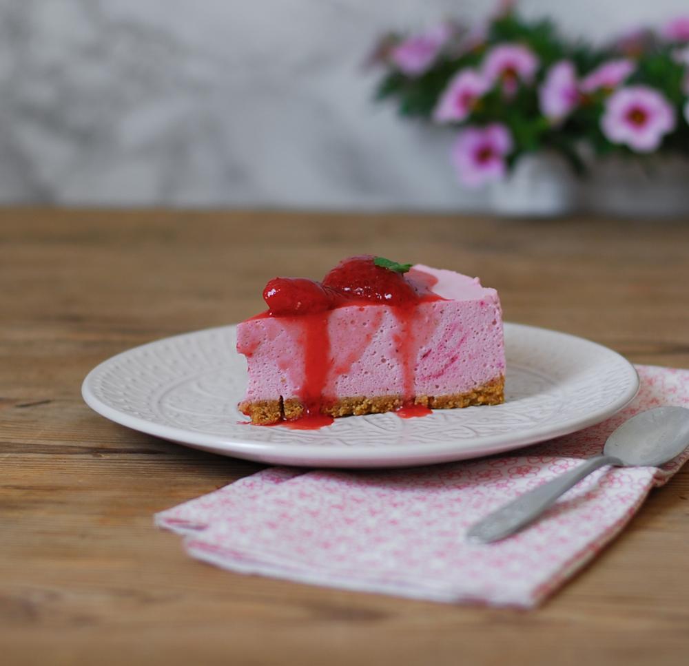 tarta-mousse-chocolate-blanco-fresas-sin-hornear-dulces-bocados