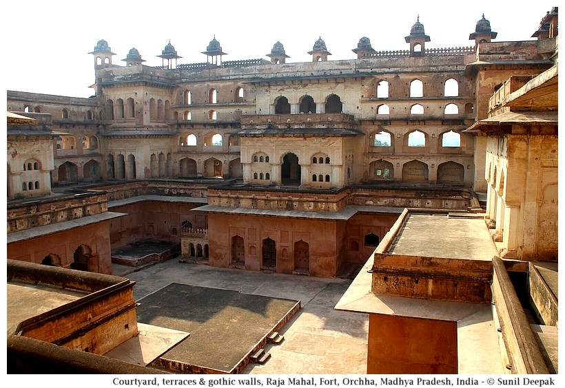 Residential part of Raja Mahal, Orchha fort, Madhya Pradesh, India - Images by Sunil Deepak