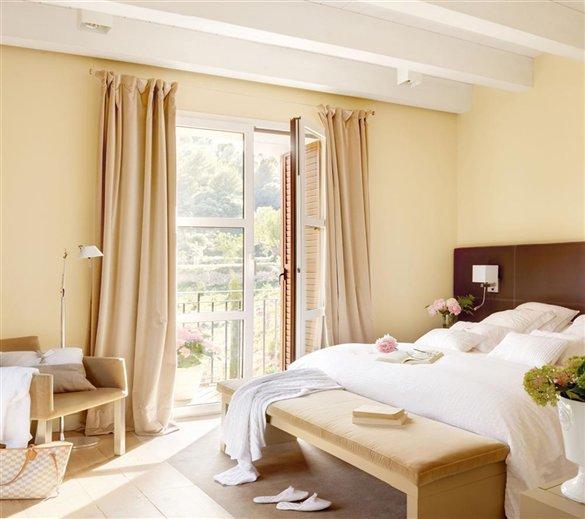 Disenyoss decoracion colocar bien la cama para descansar for Mueble que se pone a los pies de la cama