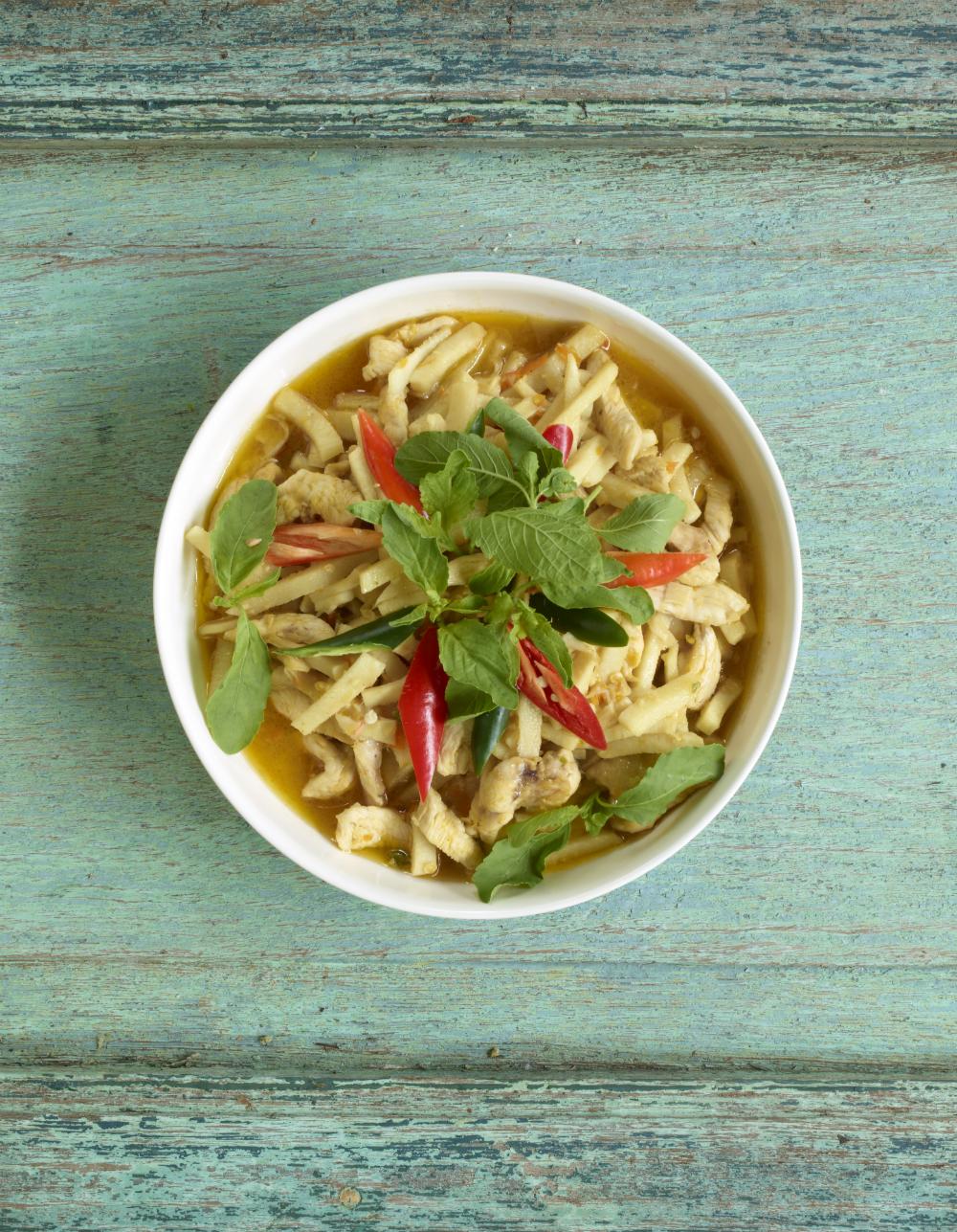 Spicy Chicken Curry with Bamboo Shoots. Photography: Jean-Pierre Gabriel für Schnell und Einfach: Thailändische Küche | Arthurs Tochter kocht. von Astrid Paul