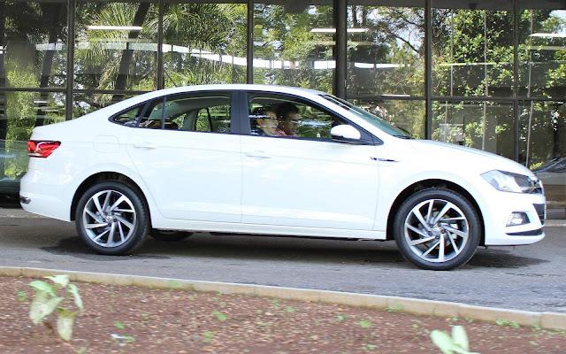 VW Virtus (Polo Sedan) TSI Automático - Branco