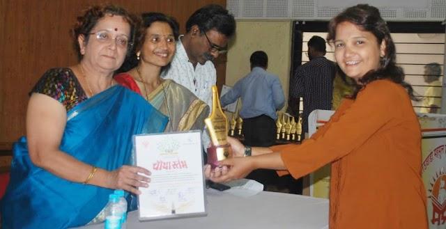 चौथा स्तंभ पुरस्काराचे शानदार वितरण