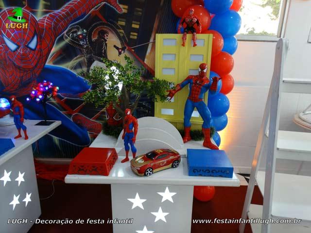 Decoração provençal tema do Homem Aranha para a mesa do bolo de aniversário infantil