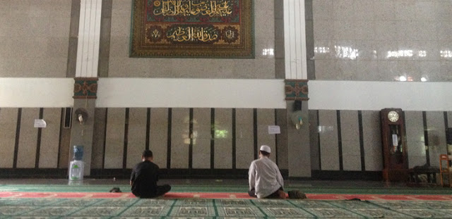 Sahkah Shalat di Masjid yang Arah Kiblatnya Melenceng?