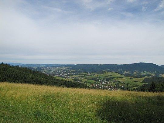 Widoki z polany Przysłop w kierunku Lubonia Wielkiego (1022 m n.p.m.).
