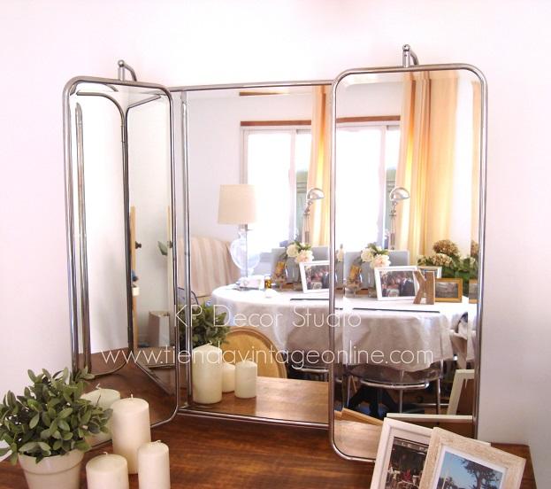 Decoración midcentury, espejos apoyados con hojas abatibles. tiendas vintage valencia