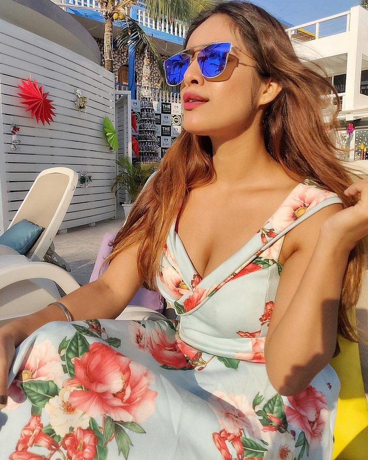 Neha-Malik-Hot-Cleavage-Pics-3