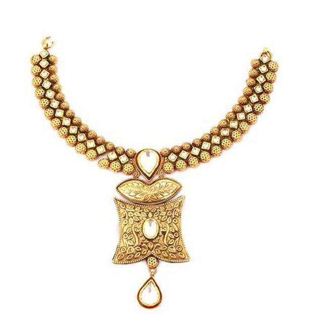 Gold Necklace by VelvetCase.com- Rs. 1,90,429