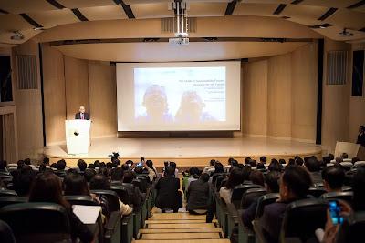 คุณอานันท์ ปันยารชุน ทูตองค์การยูนิเซฟ ประจำประเทศไทย กล่าวปาฐกถาพิเศษ (Keynote address) ในหัวข้อ Children Sustainability: Business for the Future
