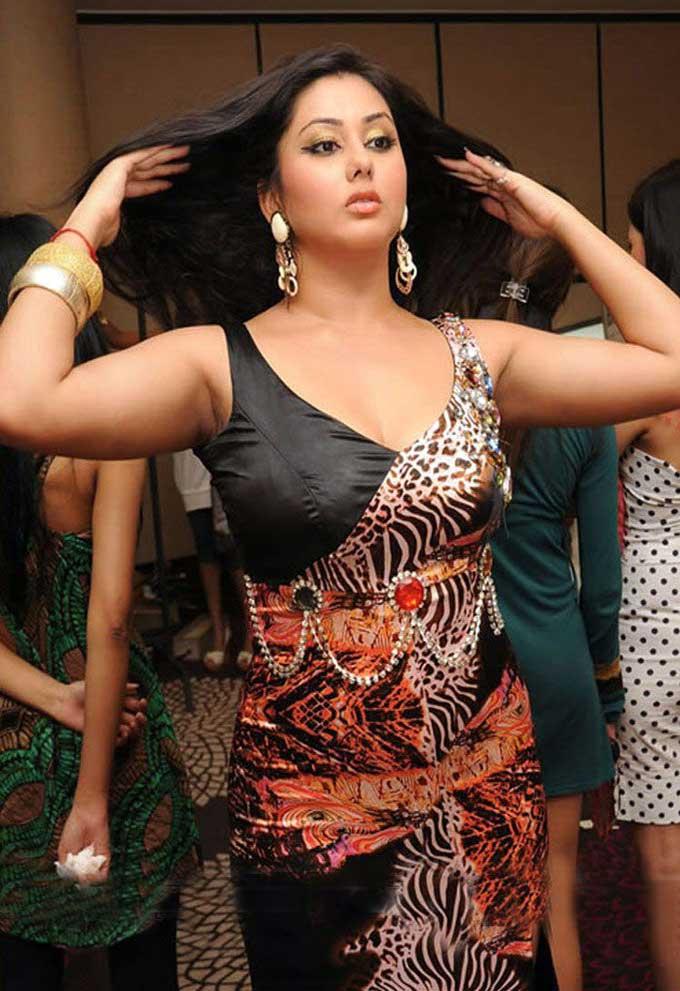 namitha hot sexy tight saree skirt wet beach cleavage ...