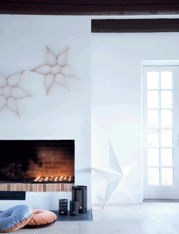 chimenea con estrellas de material de residuo y gran estrella blanca de ikea