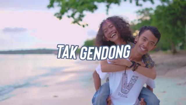 Lirik Lagu SMVLL - Tak Gendong