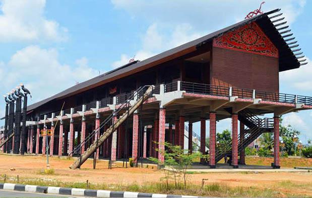 Rumah Adat Kalimantan Barat