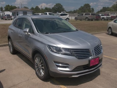Lincoln MKX SUV front image