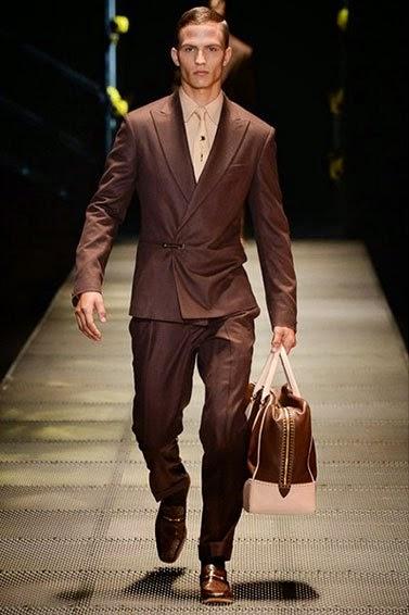Versace представляет свою новую коллекцию модной мужской одежды сезона  осень зима 2015 3677099ab24be