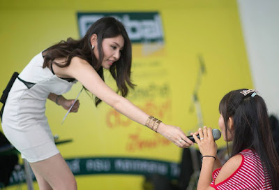 Buriram Female Hand to mouth oral microphone technique