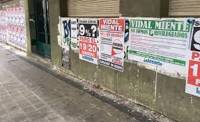 LOS CARTELES DE VIDAL MIENTE ARRANCADOS POR LA POLICIA....LES DUELE  Y MUCHO