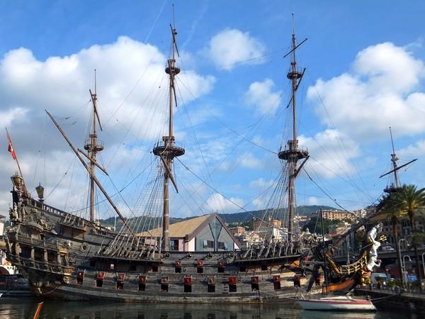 gênes genova galeone neptune bâteau pirates porto antico