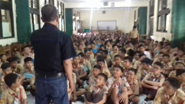 Tim PPWK Gembleng Ratusan Siswa SMPN 8