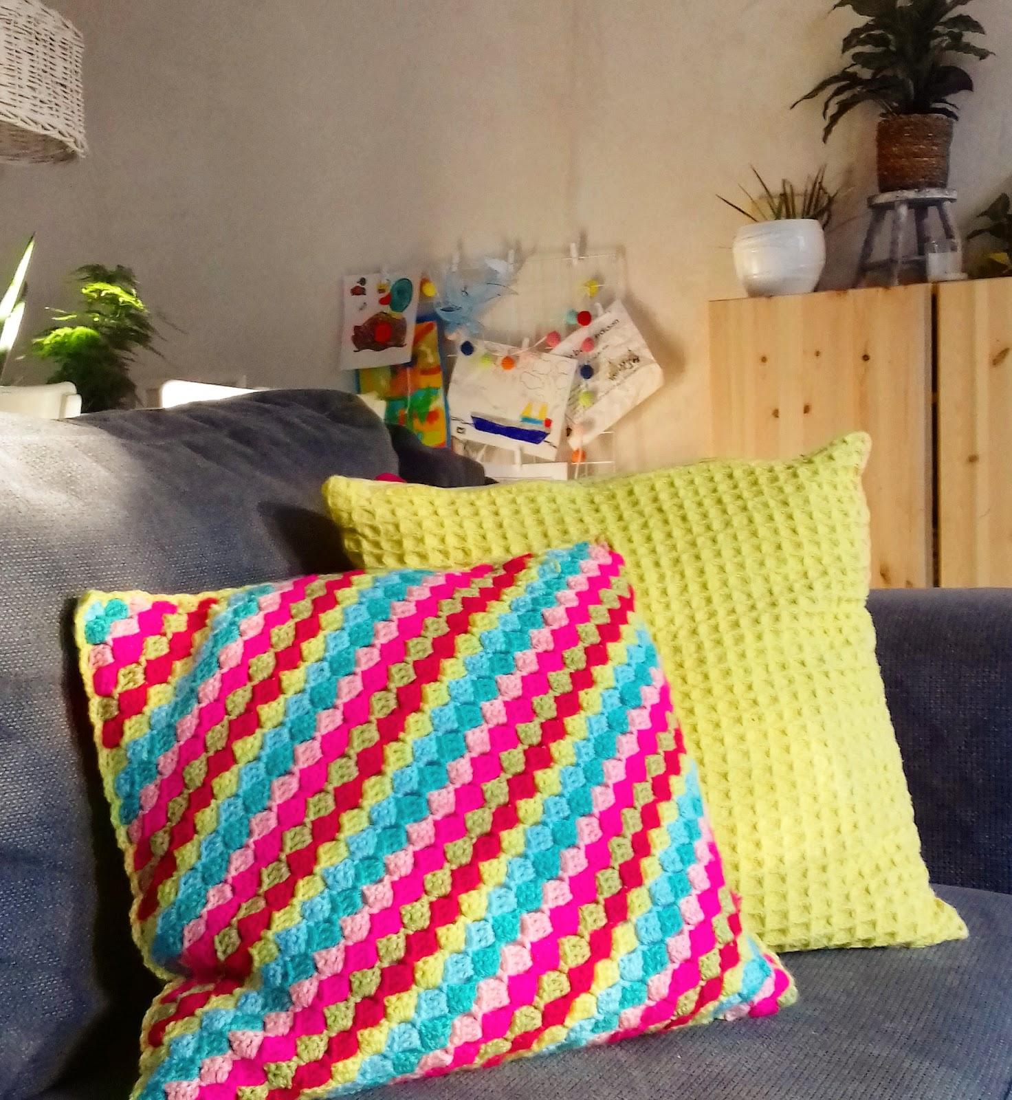 Margreet Haakt En Breit C2c Crochet Pillow